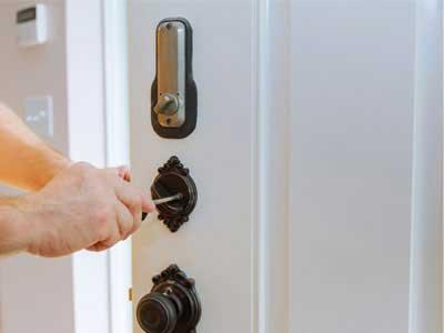 Notre serrurier assure l'ouverture de votre porte claquée